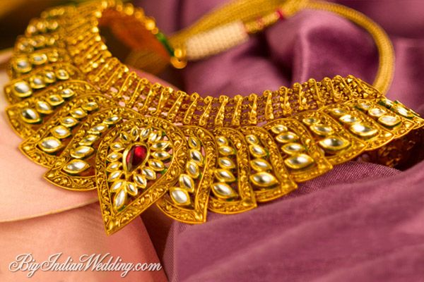Tanishq neckpiece for bridal trousseau collection