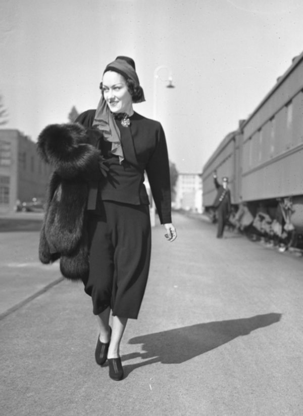 Actress Gloria Swanson arriving in Los Angeles, Calif., on Feb. 12, 1937.     (Photo: Los Angeles Times photographic archive, UCLA Library/Creative Commons License)