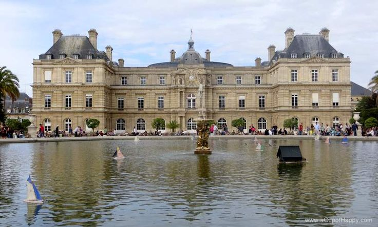 Luxembourg Palace with water basin in front.