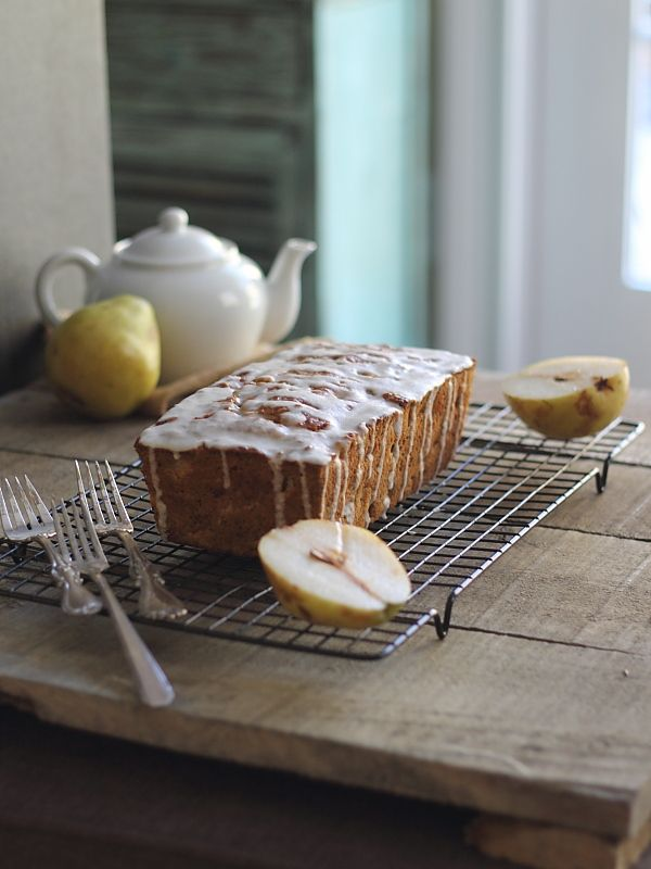 Granola pear bread. The perfect bread to go with a mug of tea in the winter. Moist, dense and full of pears. | With @lovemysilk #plantprotein