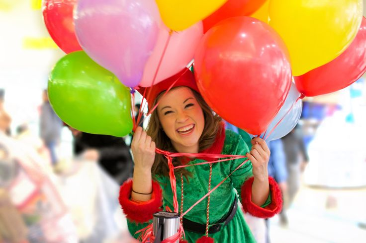 Sydney the Elf with Balloons! Hillcrest Toy Mountain 2014-12-16, 20-05-31