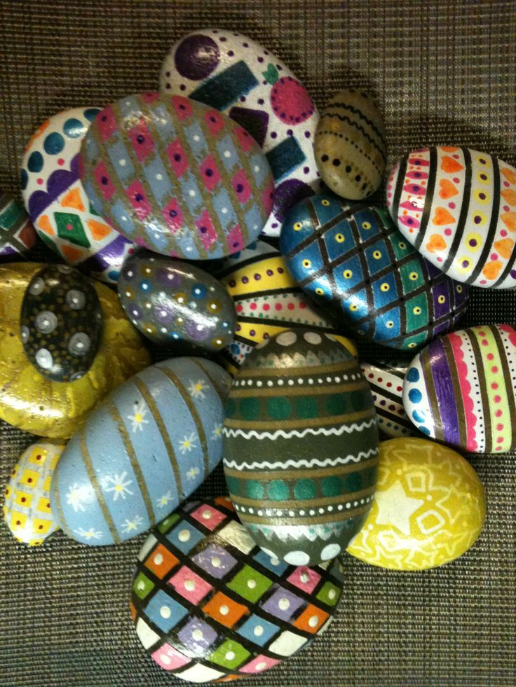 Hand painted Easter eggsEggs Rocks, Eggs Sns, Egg Cartons, Easter Eggs, Eggs Cartons, Stones, Easter Rocks, Painting, Easter Inspiration