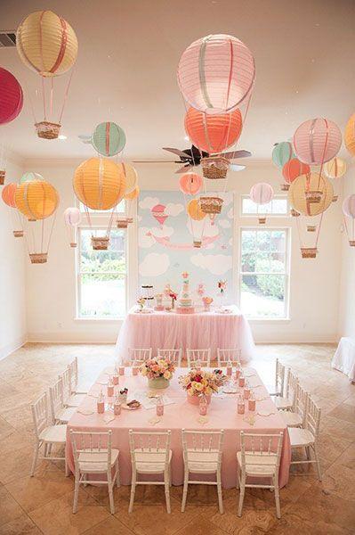 Decoración Baby Shower con globos aeroestáticos para niña