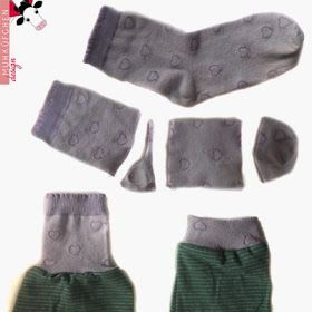 Great idea! Use the cuffs of old socks as ribbing for jumpers or pants!