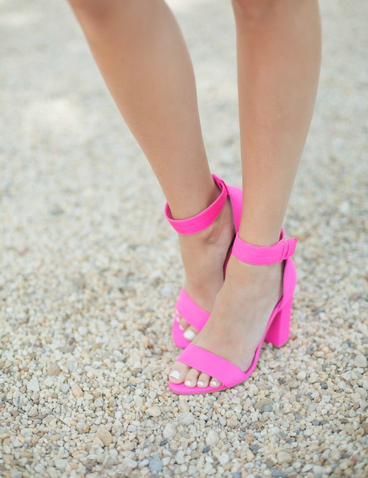 hot pink strappy heels | Skirt the Ceiling | skirttheceiling.com