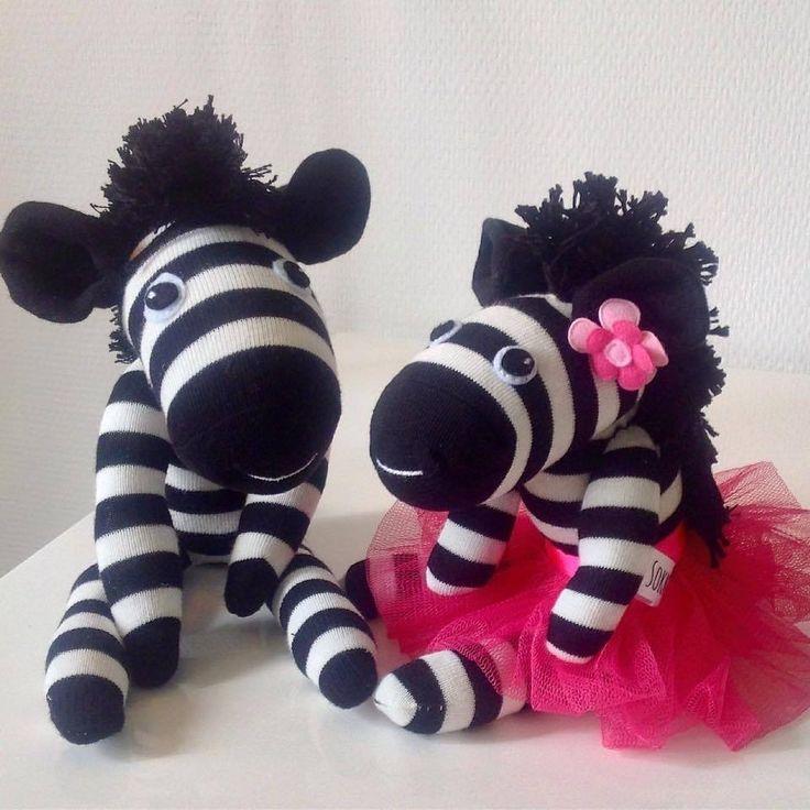 Van 2 paar gestreepte sokken maakte ik deze leuke zebra's