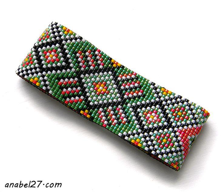 Яркий красно-зелёный браслет с авторским орнаментом.  Материалы: бисер Miyuki delica, металлическая фурнитура, нейлоновая нить.  Ширина 3 с...