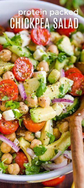 Kichererbsensalat ist so frisch, gesund und proteinreich! Wussten Sie, dass Garbanzo …   – Food