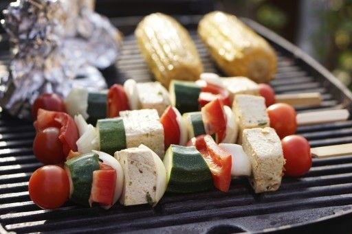 For a vegetarian BBQ, you can also use meat substitutes, such as tofu skewers. Season them with a good marinade. On the barbecue they get that delicious smoky flavor, and that makes it extra tasty.