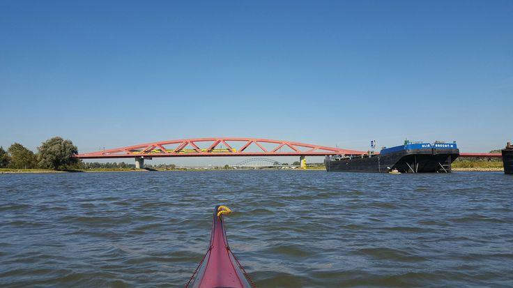Veluwerally 2016 Van Deventer naar Kampen Hier zijn we bij de spoorbrug tussen #Hattem en #zwolle  #veluwerally #kayak #deventer #Kampen #kano #kajak #zeekajak