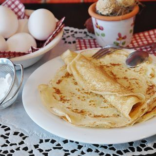 Authentic french crepes recipe as you will eat in Paris. Easy and halthy traditional french breakfast crepes.