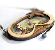 Broches y collares inspirados en cuentos clásicos de ayer y de hoy. Caperucita roja, Dumbo, Pinocho, Cenicienta, La ratita presumida, Bambie y La sirenita