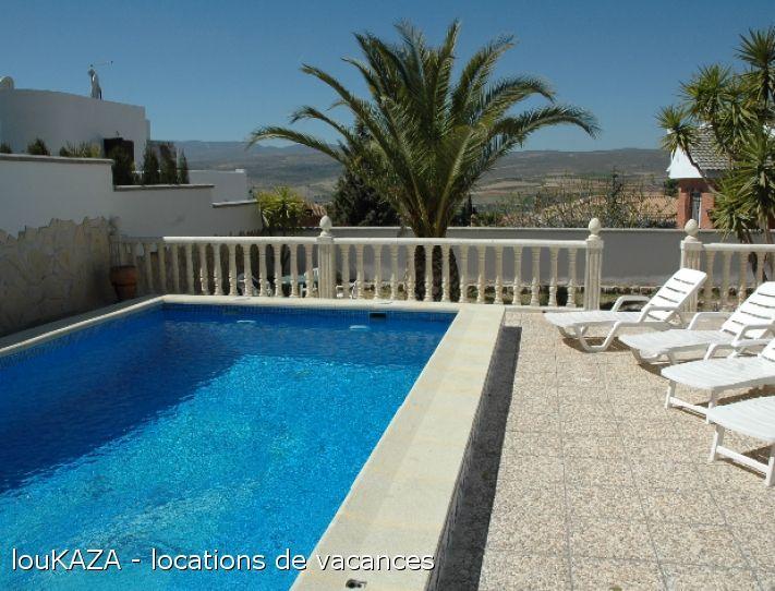 La villa Madnis, spacieuse et confortable, bénéficie d'un emplacement privilégié avec une