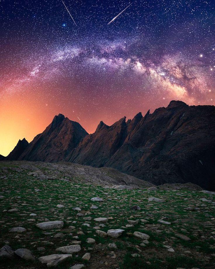 1,837 отметок «Нравится», 36 комментариев — Space Pictures  (@spacephotos) в Instagram: «The Milky Way over the Wind River Mountain Range, Wyoming. Photo: @jaxsonpohlmanphotography»
