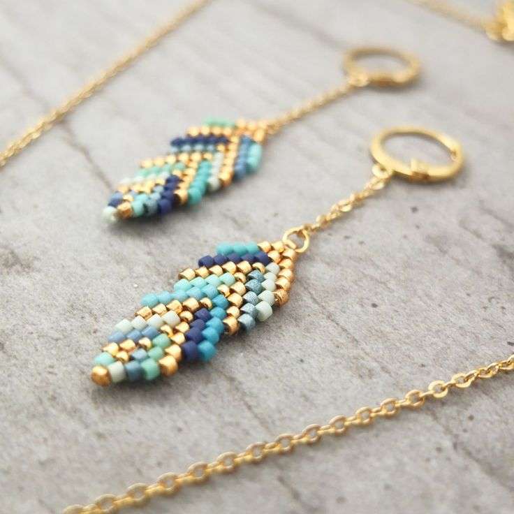 Boucles d'oreille ★ plumes ★ tisées en perles de verre Japonaises via My-French-Touch. Click on the image to see more!