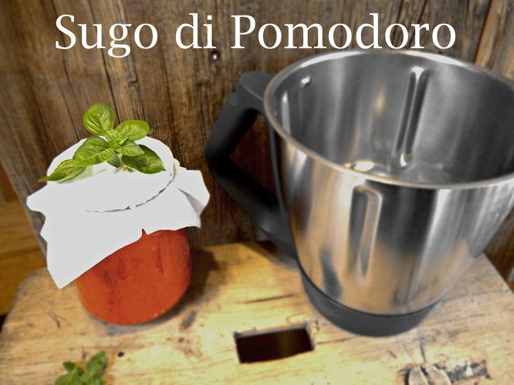 Sugo di Pomodoro. Ecco qui un metodo e qualche consiglio per realizzare il tuo sugo di pomodoro naturale utilizzando il Bimby, ma non solo.. puoi applicare lo stesso metodo usando la classica pentola. #sugo #di #pomodoro #bimby #vegan