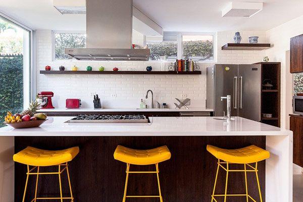 Decoração cozinha com madeira - bancada (Arquiteto: Arkitito)