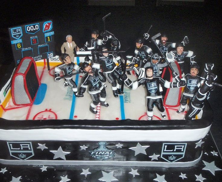 @L a Kings Jonathan Quick had this cake custom made by the Cake Boss in Hoboken, NJ!