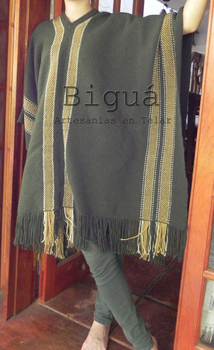 Poncho tradicional confeccionado en telar maría.