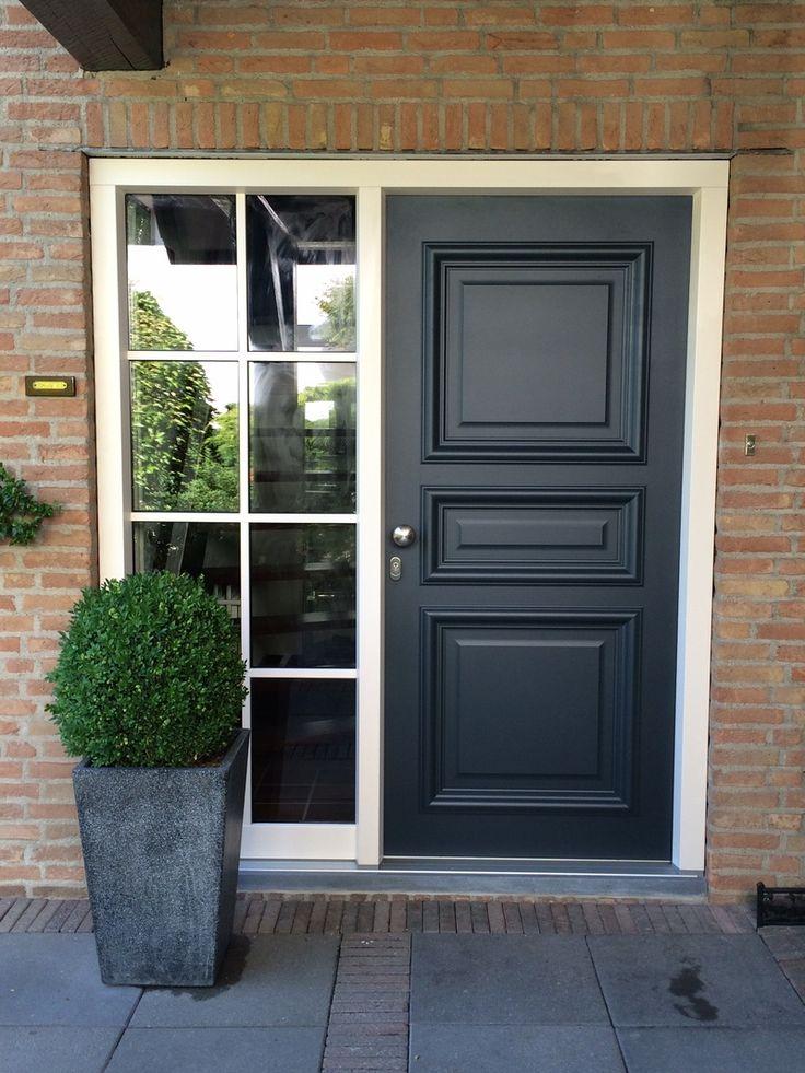 #Voordeur panneel Bruxelles 'villa uitvoering' in antraciet grijs ral 7016 incl. Met #RVS deurknop. HR++ glas met 8-vaks #Wiensersprosse