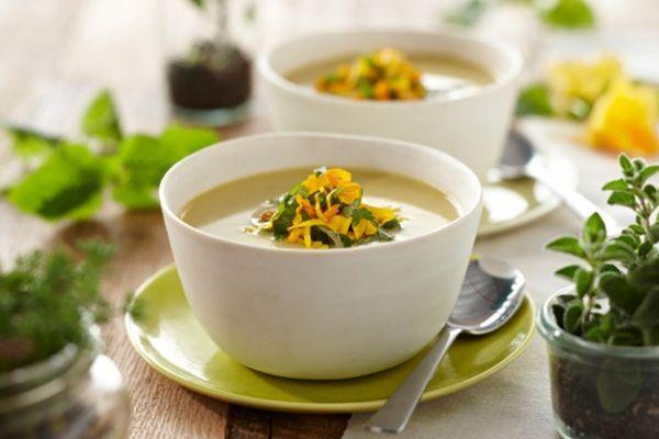 Zuppa estiva ai fiori di zucca, la ricetta