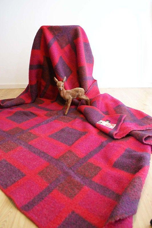 Tweepersoons wollen retro deken, rood/roze/paars?. Vintage sprei/plaid met ruit