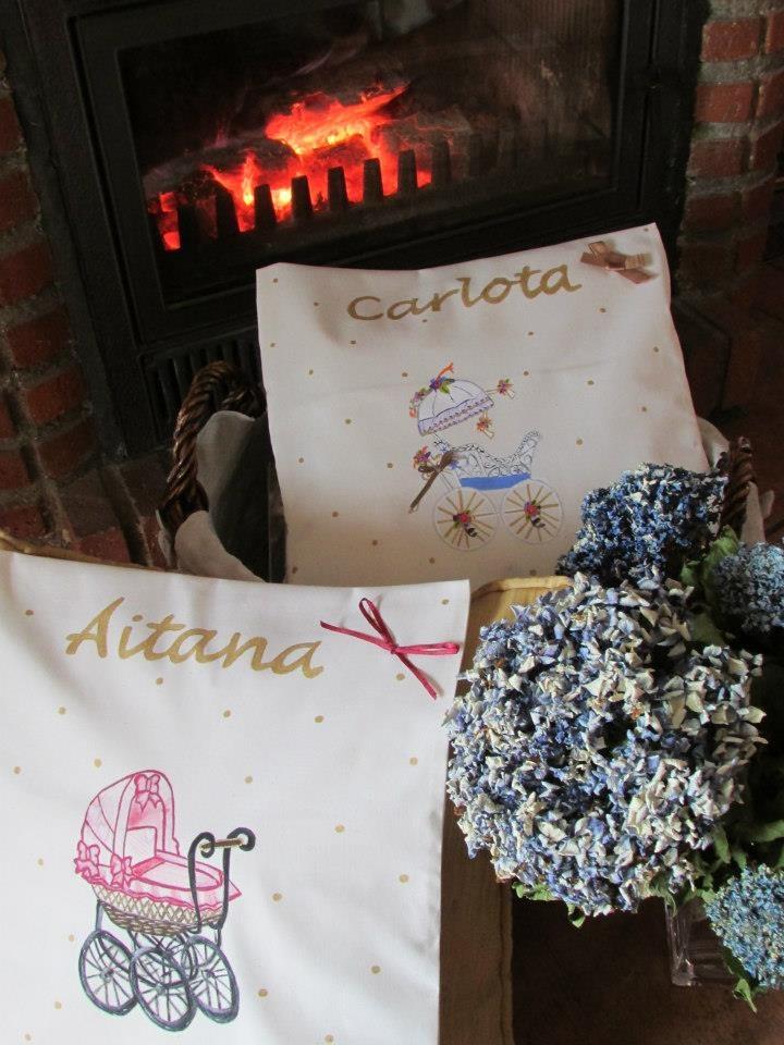 Cojines personlizados para Aitana y Carlota.