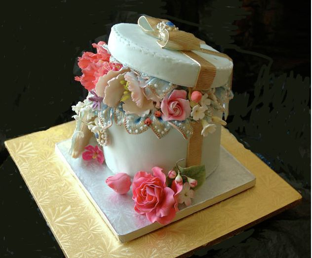 beautiful hat box cake