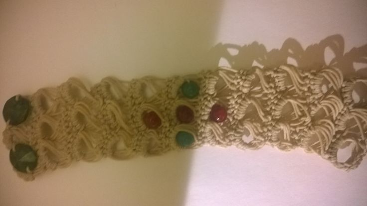 Broomstick crochet bracelet with agate bead pattern
