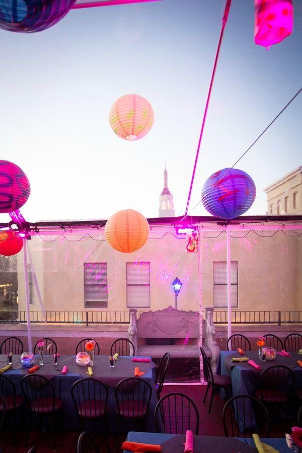 Fiesta temática de Neon para quinceañeras. #FiestaDe15
