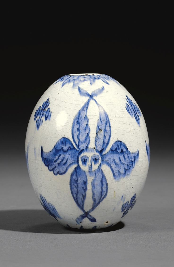 A LARGE KÜTAHYA BLUE AND WHITE OVOID HANGING ORNAMENT, TURKEY, 18TH CENTURY