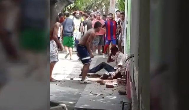 (VIDEO) Se fue a vengar de quien lo atracó y lo terminaron matando http://bit.ly/2xsvxRn .