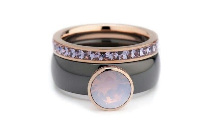 MelanO black ceramic ring with 8mm milk pink setting top - Twisted collection. Side ring RG Lilac