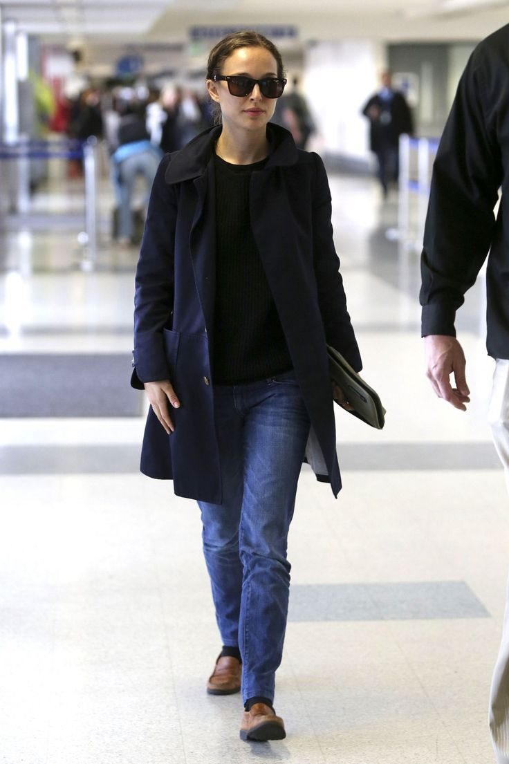 Natalie Portman Street Style – at LAX Airport – November 2013 | love simple mid-thigh trench with straight-leg jeans