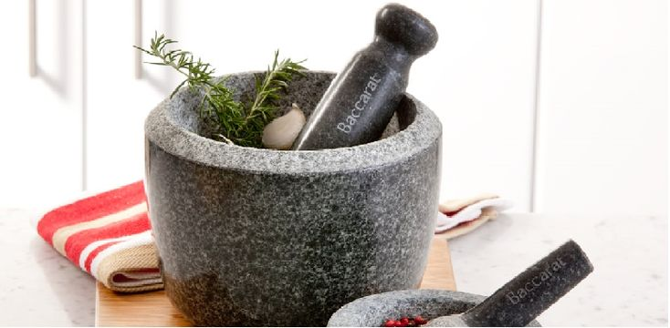 5 Mortar and Pestle Recipes You Need to Try! | Featuring guacamole, Thai red curry paste, pesto, tapenade and taco seasoning | If your pestle and mortar is gathering dust - break it out of the cupboard and get pounding!