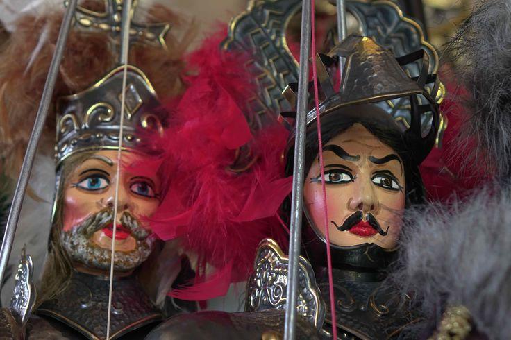 I pupi siciliani Orlando e Carlomagno, due importanti personaggi dell'opera dei pupi - Sicilian puppets Orlando and Charlemagne, two of the most important characters of the Opera dei Pupi