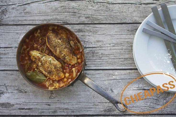 Kyllingebryst med tomat, savoykål og kikærter