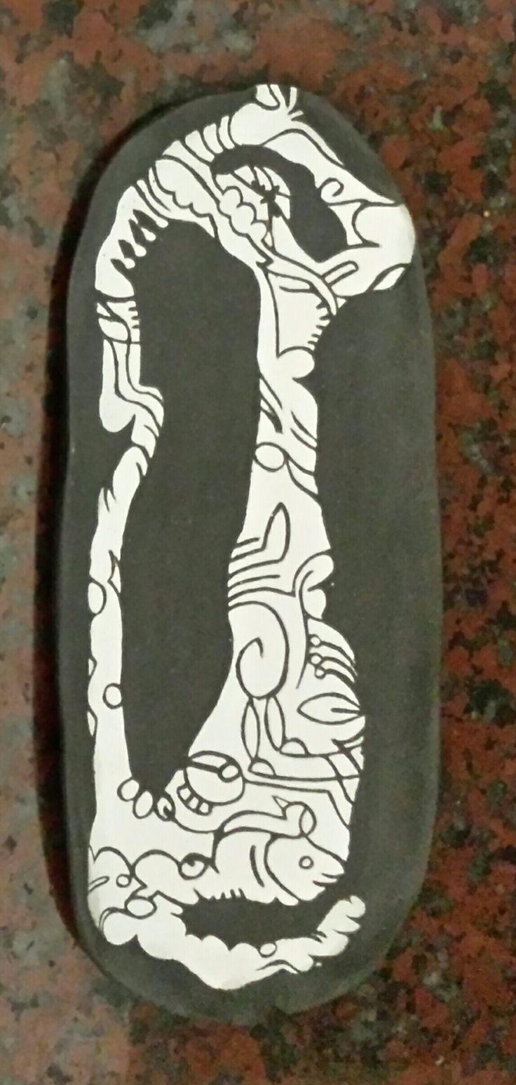 Recline: black clay with sgrafito white