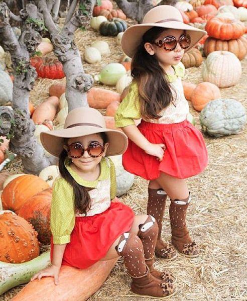 Bella & Chloe, le mini gemelle fashion che ti conquistano al primo outfit -cosmopolitan.it