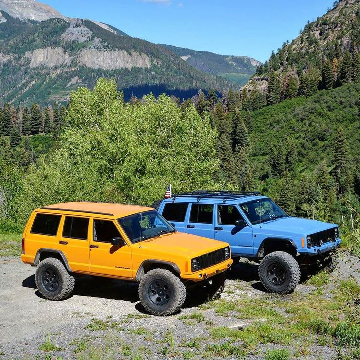 Robert sent us two shots of these awesome XJ's with color matched JCR Crusader bumpers what do you think? #Jeeplife #jeepcherokee #jeepxj