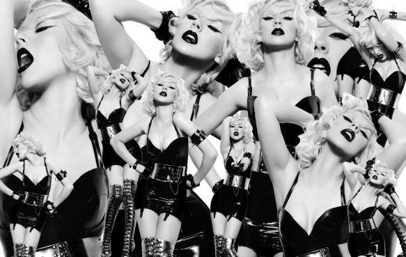 Christina Aguilera Topless Selfie Shared - IndiaShor.com