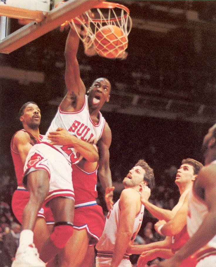 Michael Jordan vs Dr. J's Sixers