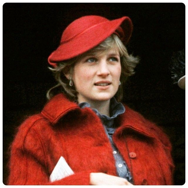 """31 March 1982: The royal mother to be, seven months pregnant with her first child, watches the Grand National at Aintree Race Course in Liverpool ■ #princessdianaforever #pregnant #uk #princessdiana #ladydianaspencer #pregnancy #princessofwales #red #liverpool #england #greatbritain #gb #britishroyals #royalbaby #royalduty #britishroyalfamily #britishmonarchy #kensingtonpalace #maternity #icons"" Photo taken by @princess.diana.forever on Instagram, pinned via the InstaPin iOS App…"