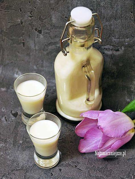 Bardzo prosty przepis na likier kokosowy a'la Malibu. Lekki, aksamitny i pachnący kokosem- polecam z kostkami zamrożonej kawy.
