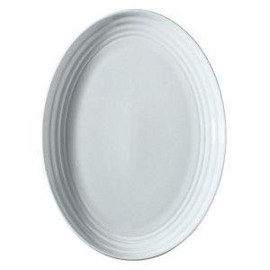 Platou oval realizat din portelan alb, lucios. Produsul se gaseste in diferite marimi, cu diametrul de 22cm, 26 cm, 29 cm, 32 cm si 36 cm.