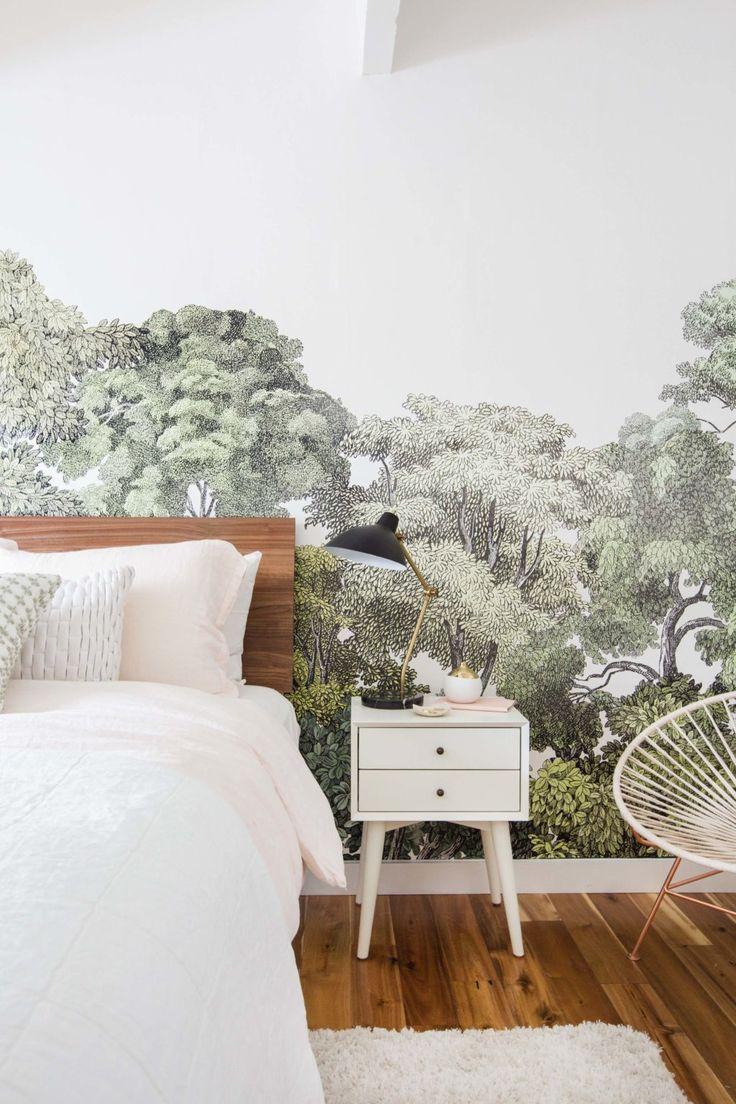 Un papier peint à l'imprimé végétal pour un espace nuit rafraîchissant