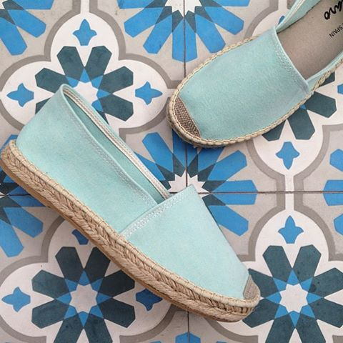 Timeless -The Classic style in Aqua Blue