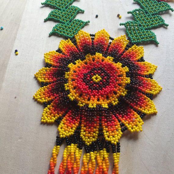 Precious GIRASOL FLOWER beaded necklace por ArtesaniaHUICHOL
