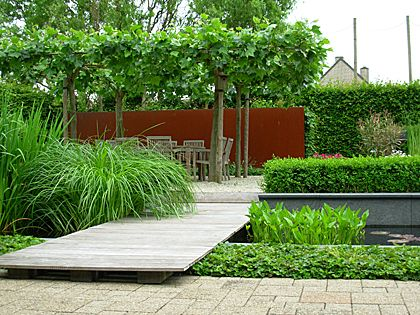 cortenstaal : roestige stalen / ijzeren platen voor in strakke moderne tuin