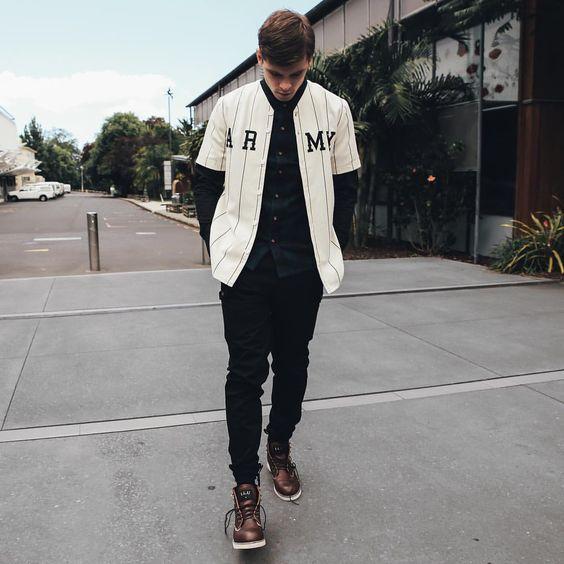Camiseta Jersey. Macho Moda - Blog de Moda Masculina: Camiseta Jersey Masculina, pra inspirar! Camiseta com Botão, Camiseta Baseball, Baseball jersey, Camiseta Baeball jersey, Moda Masculina, Moda para Homens, Roupa de Homem, All Black,